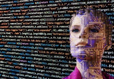 Jsme blízko ke zrodu umělé inteligence. Pokud vtom budeme pokračovat, dopadneme špatně, tvrdí Hawking