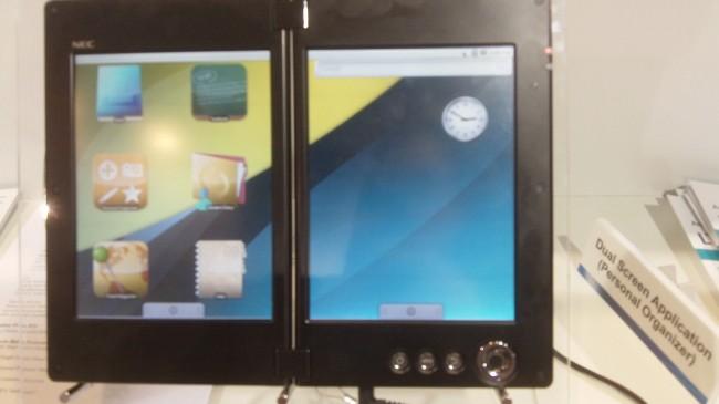 Tablet NEC se dvěma obrazovkami na CES 2011