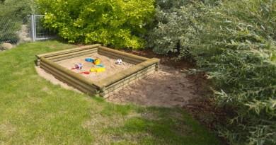 Nedovolte, aby se vaše děti nudily: Zajistěte jim pískoviště, hřiště, ale i domek