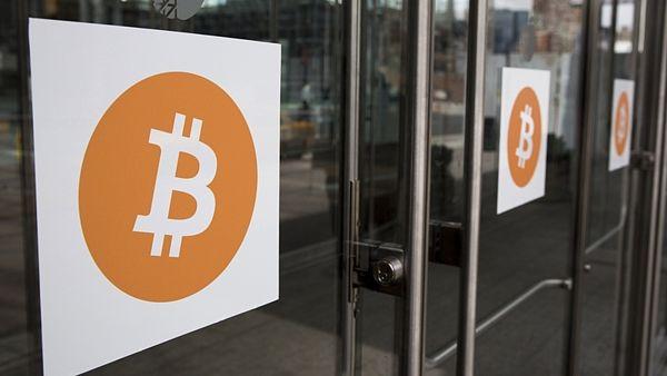 Hodnota bitcoinu opět překročila hranici tisíc dolarů
